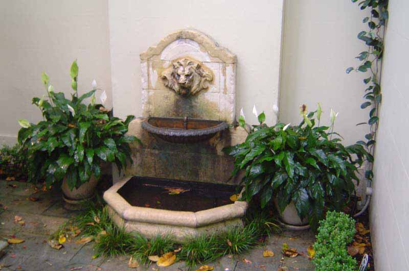 'FRENCH' STONE LIONS HEAD FOUNTAIN
