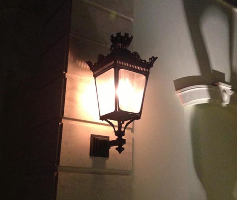 Parisian wall mount street light