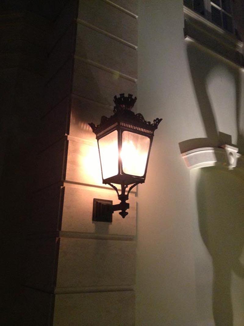 Parisian wall mount street light